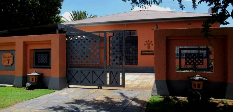 4 Bedroom House for sale in Florentia ENT0079846 : photo#1