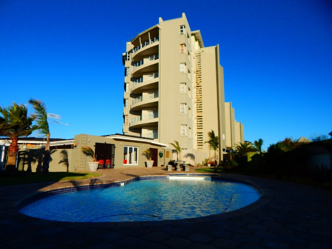 Luxurious ground floor apartment in Trio Towers, Diaz. Fully furnished.