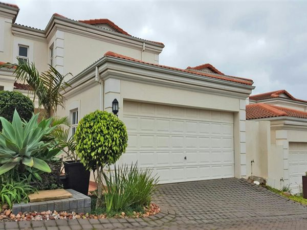 3 BedroomTownhouse For Sale In La Lucia Ridge