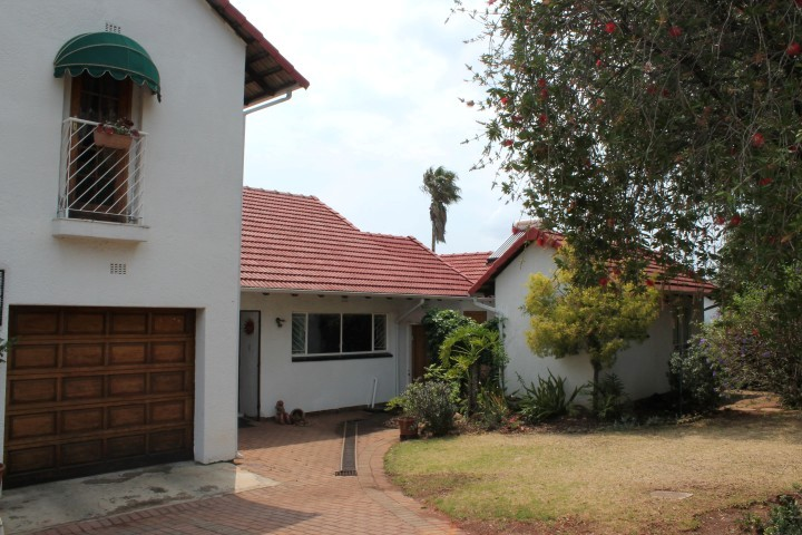 VILLA LIKE  Home with 2 Self contained Flatlets in HORISON Ext 1