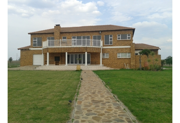 4 BedroomHouse For Sale In Vaal Dam