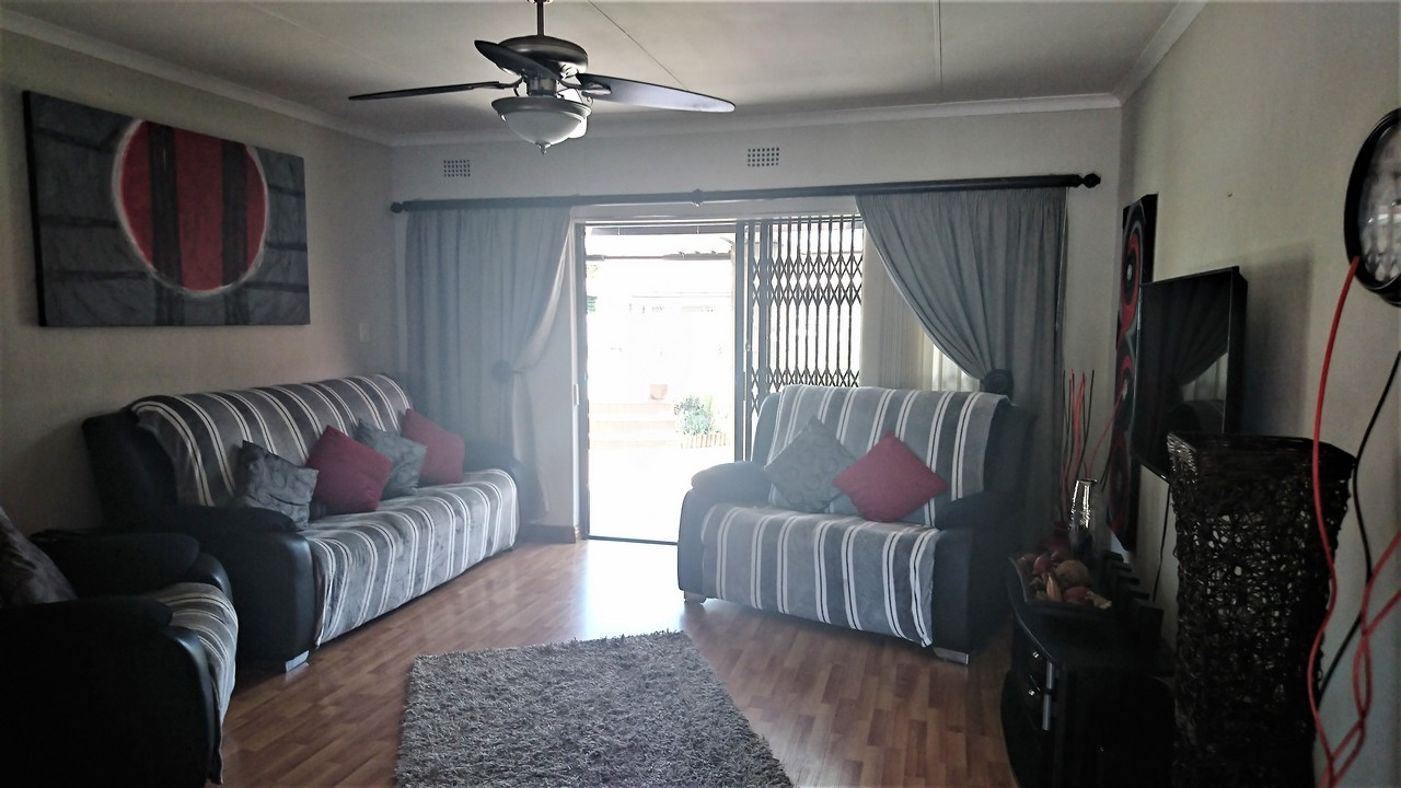 4 Bedroom House for sale in Brackendowns ENT0077760 : photo#2