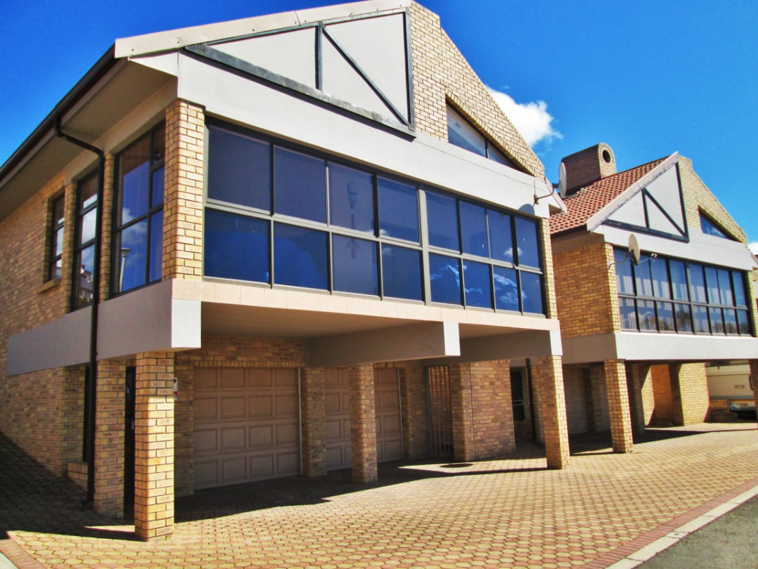 Spacious 4 Bedroom, 3 Bathroom Town house is now for sale in Menkenkop, Mossel Bay.