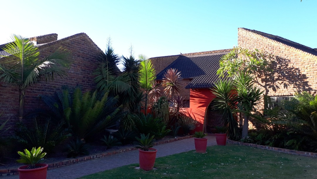 Neat 3 bedroom house in the heart of Fraaiuitsig - Garden Route