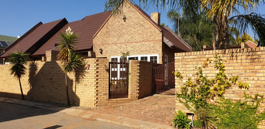 Upgraded Full Title in Silver Willows Estate