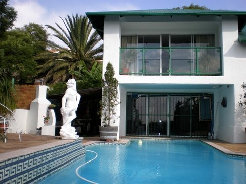 TIMELESS ELEGANCE Dual accommodation bordering Edenvale and Bedfordview