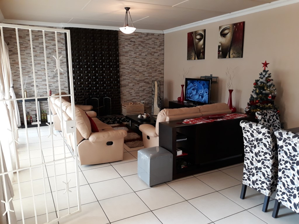 3 Bedroom House for sale in South Crest ENT0080475 : photo#5