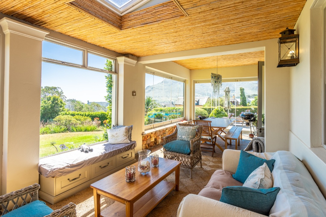 Great family home with pool, with sunset views of Chapmans Peak and Noorhoek beach