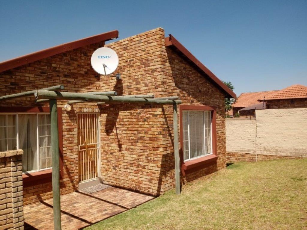 Beautiful townhouse in a secure Estate