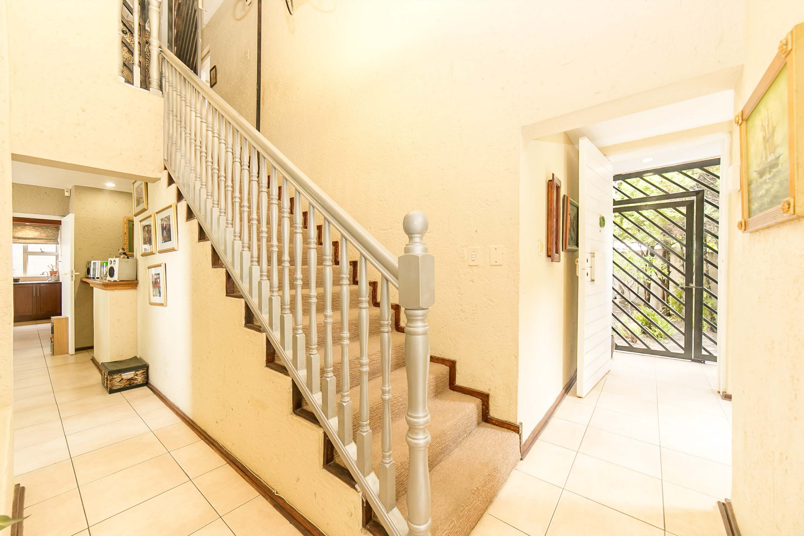 4 Bedroom House for sale in Lonehill ENT0082001 : photo#2
