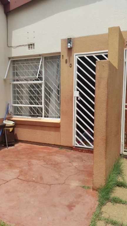 3 Bedroom Townhouse for sale in Ridgeway & Ext ENT0077873 : photo#0