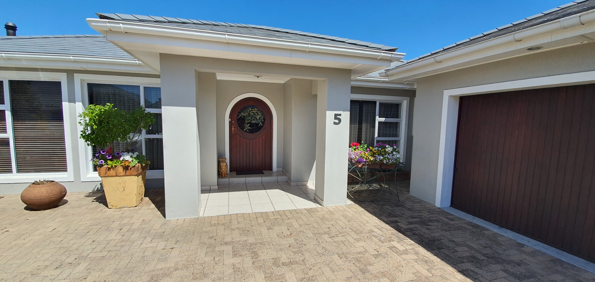 Secure comfortable 4 bedroom entertainers dream home in  Eco Estate