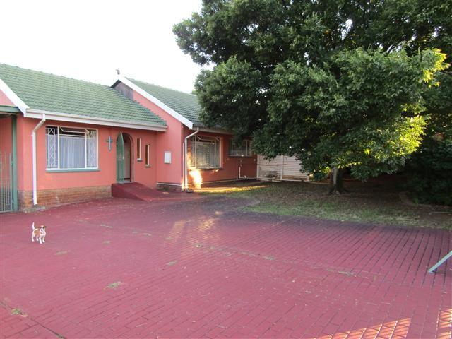 Neat 4 bedroom house FOR SALE IN BRACKENDOWNS