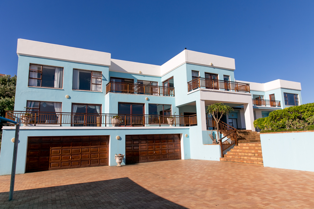 5 BedroomHouse For Sale In Kini Bay