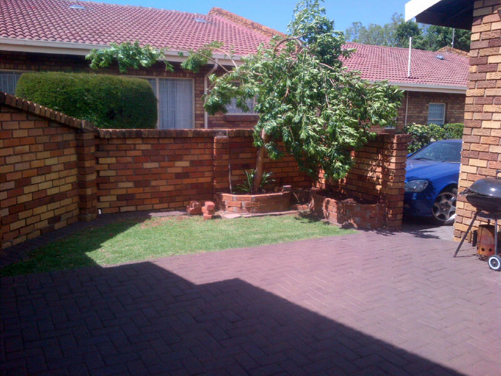 3 BedroomTownhouse For Sale In Dalpark Ext 1