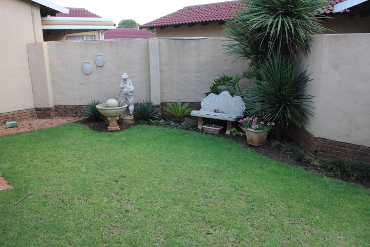 3 Bedroom Townhouse for sale in Eldoraigne ENT0012519 : photo#0
