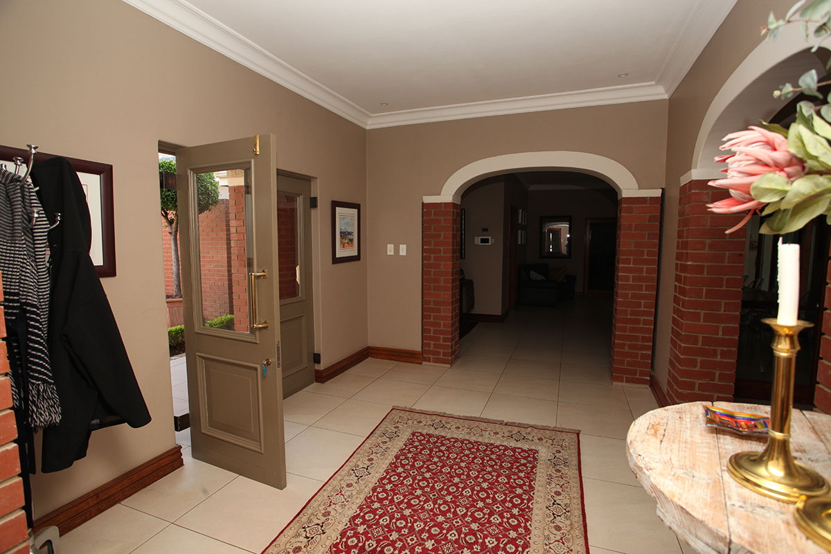 4 Bedroom House for sale in Waterkloof ENT0009460 : photo#5