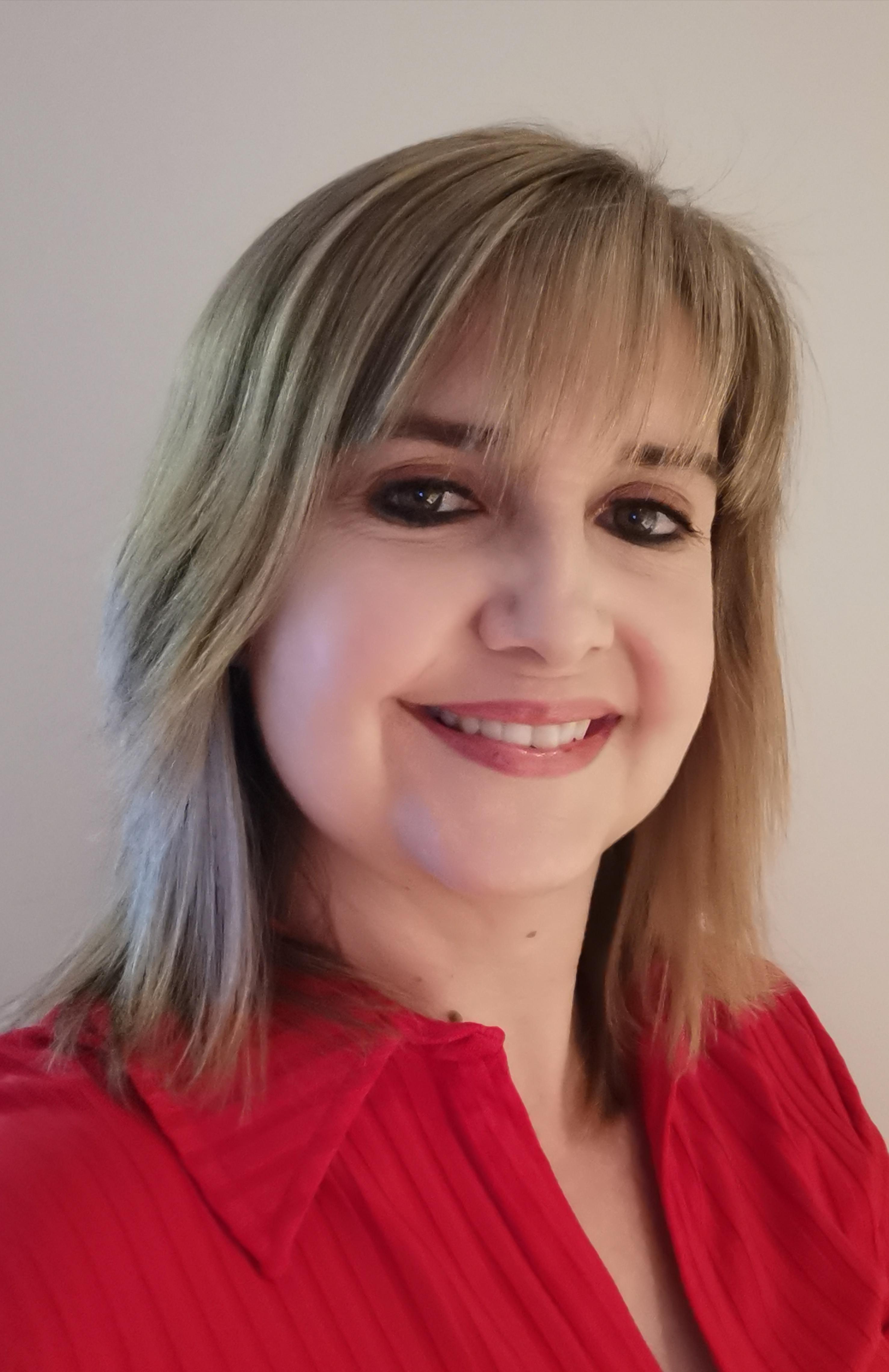 Real Estate Agent - Lucinda van Kan