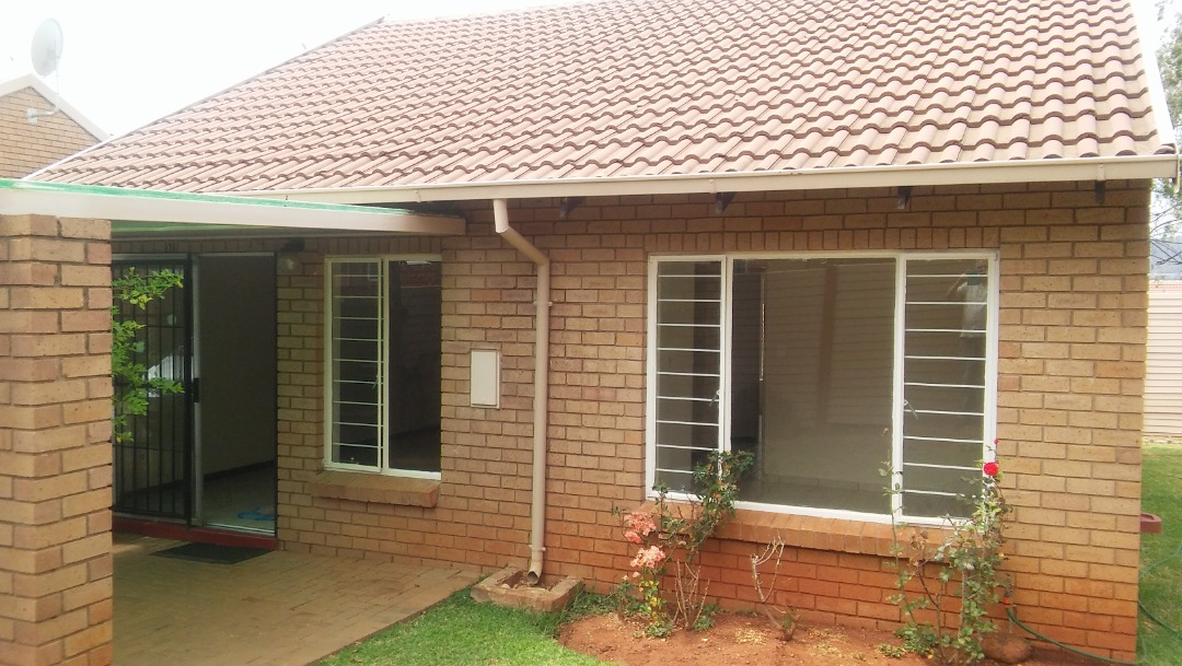 Neat 3 Bed Simplex for Sale