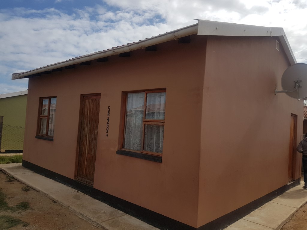 Starter home home for sale Soweto on sea