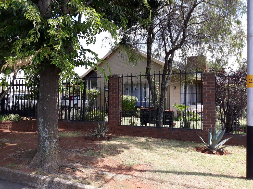 3 Bedroom House for sale in South Crest ENT0083489 : photo#1