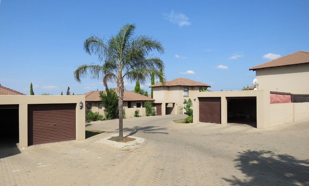 2 Bedroom Townhouse in Security Estate