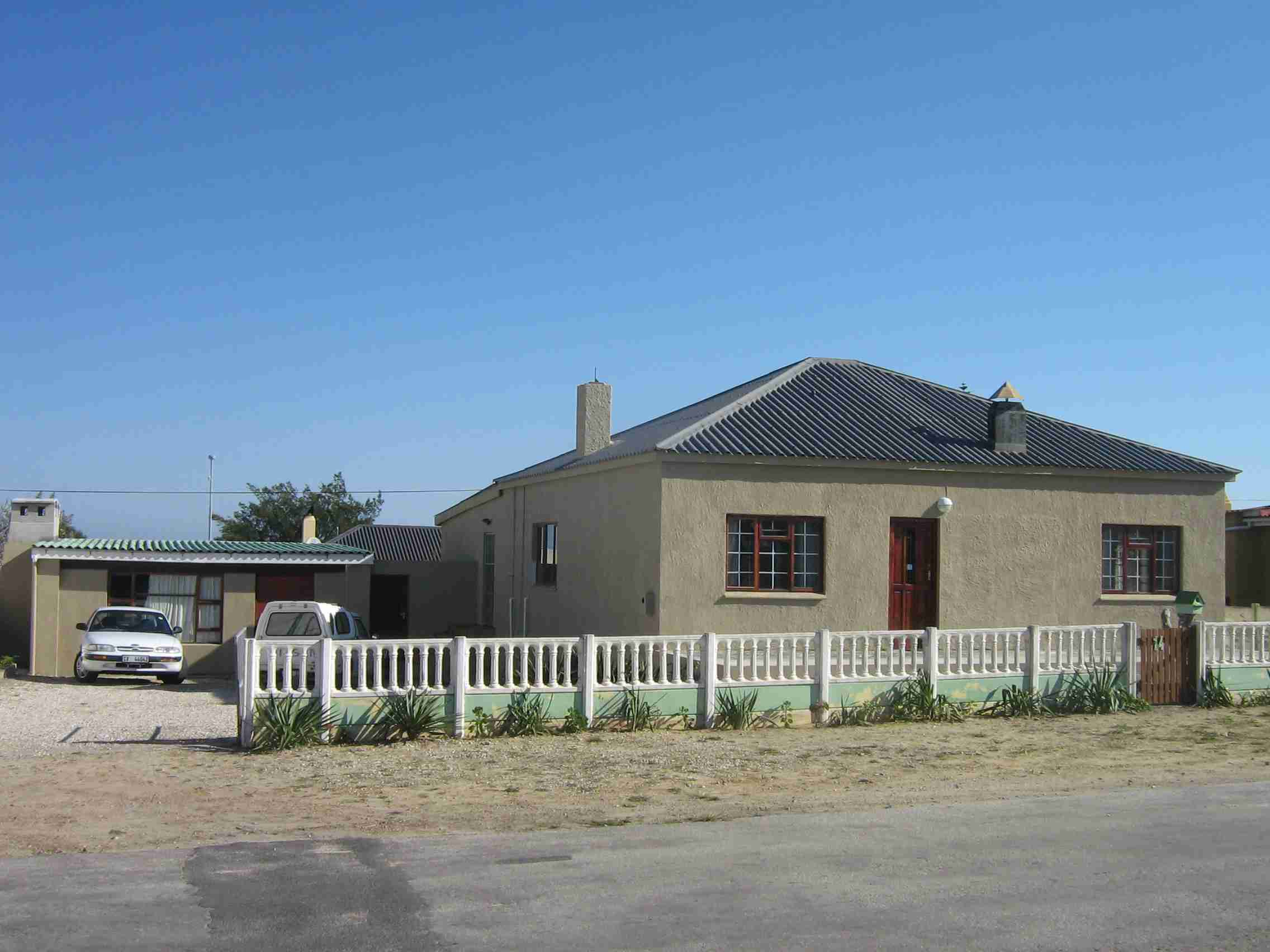 3 BEDROOMS 2 BATHROOMS RENOVATED HOME FOR SALE IN GANSBAAI