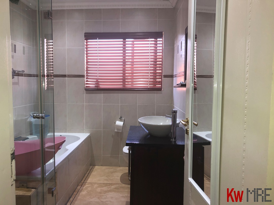 En-Suit Bathroom.jpeg