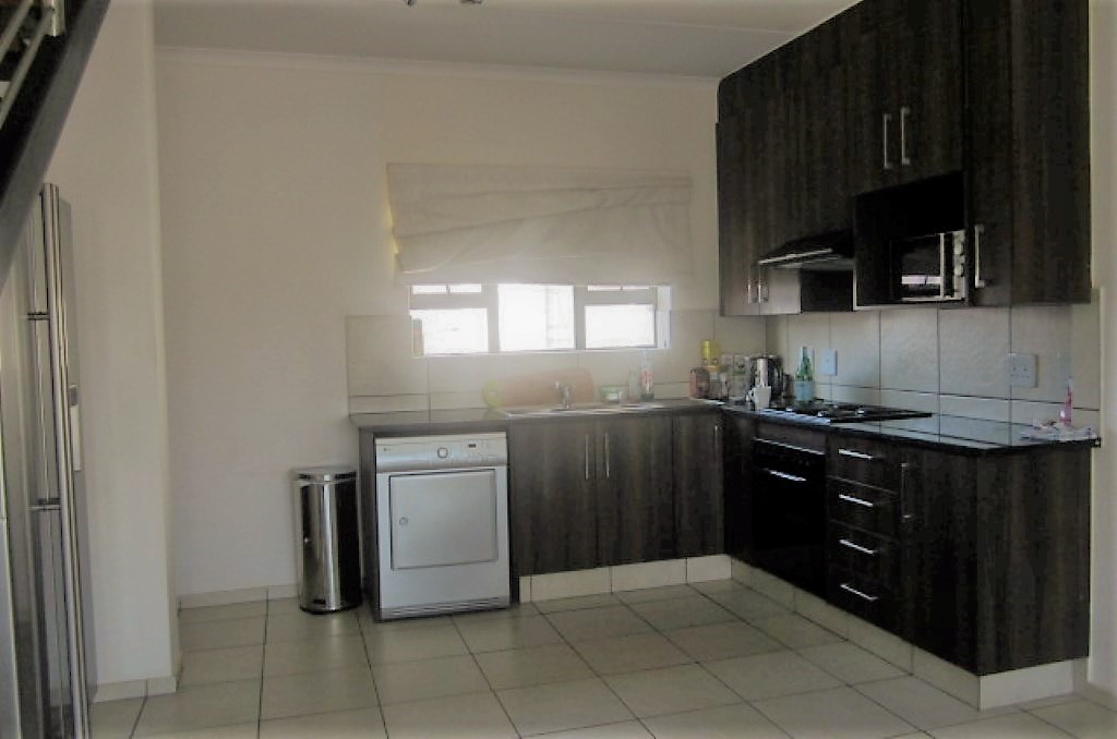 3 Bedroom Townhouse for sale in Sunninghill ENT0032458 : photo#3
