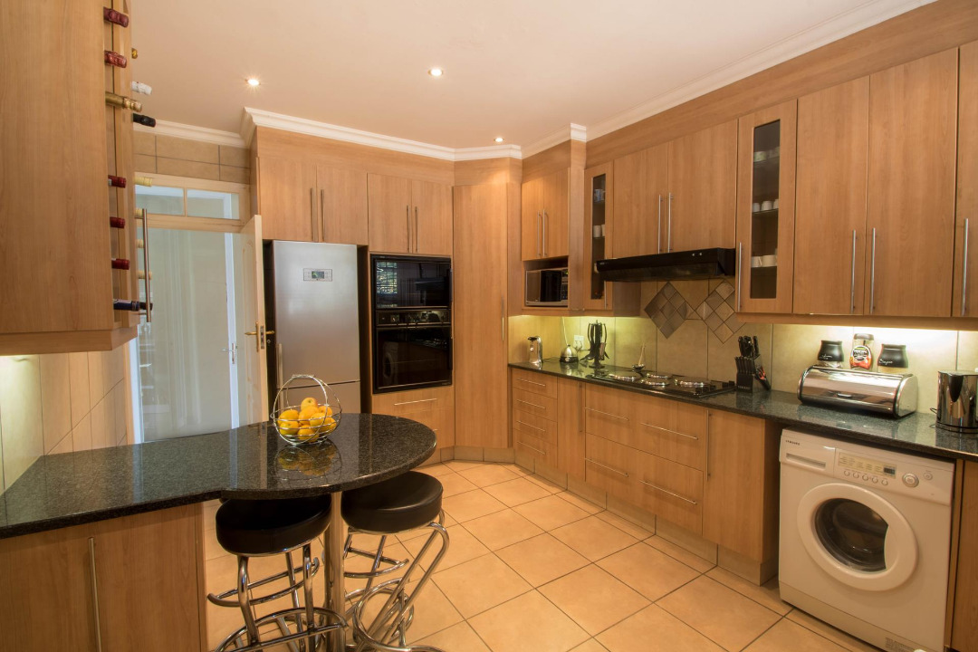 STUNNING 4 BEDROOM HOUSE IN LINMEYER - FLATLET OR SALON POTENTIAL