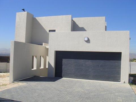 Large 3-bedroom house for sale in Langeberg Ridge