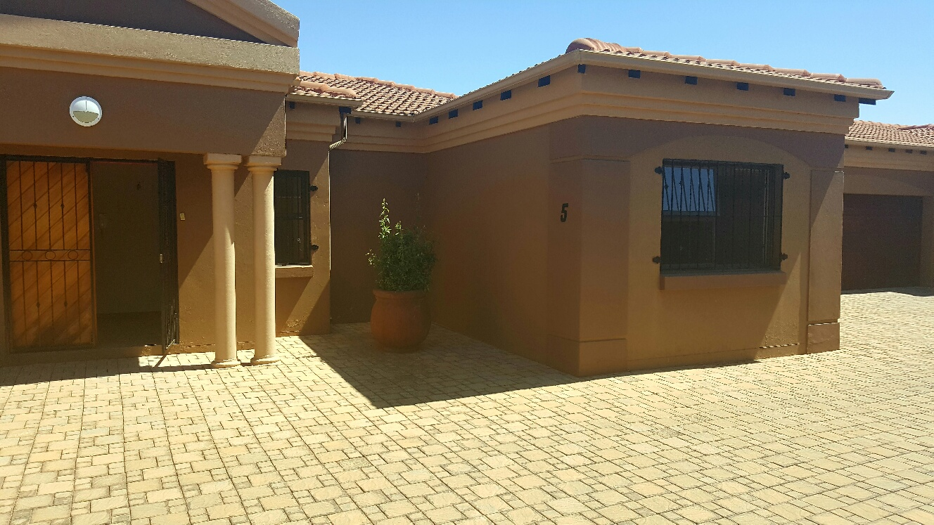 3 Bedroom Townhouse for sale in Monument ENT0009694 : photo#2