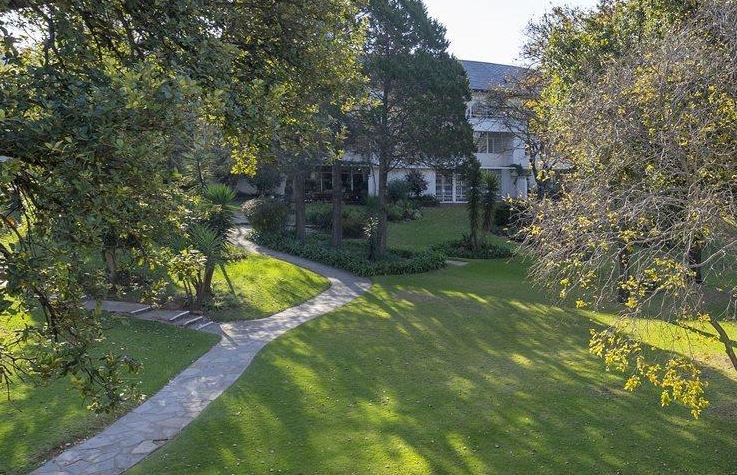 1 bed Apartment, best position in Bryanston!
