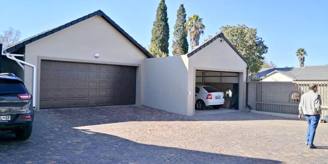 Ultra modern 4 bedroom home - plus separate Flatlet