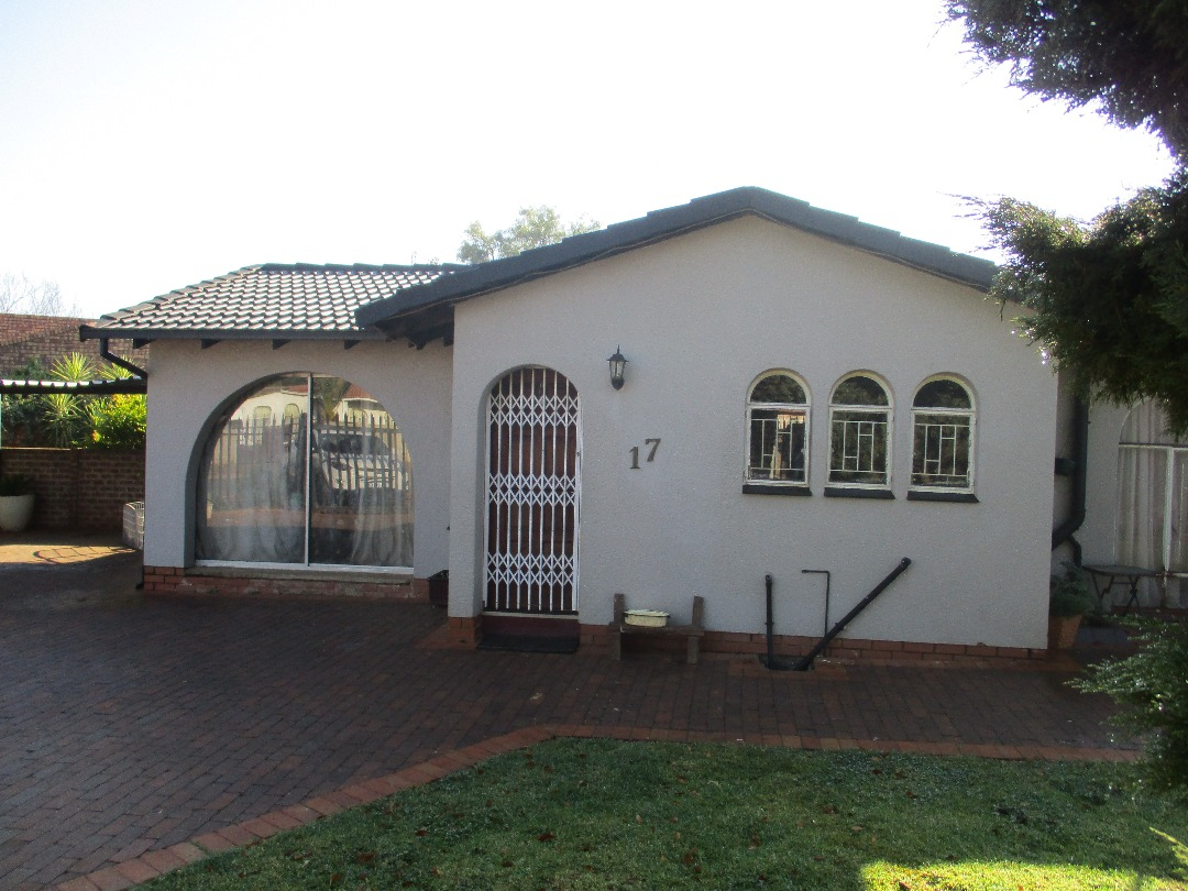 3 BedroomHouse For Sale In Crystal Park