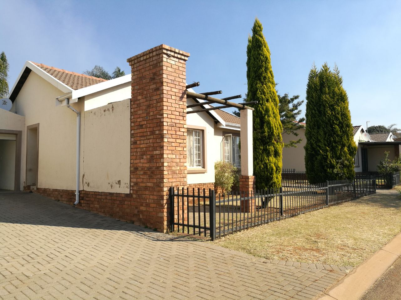 Lovely townhouse in prime security estate in Amandasig