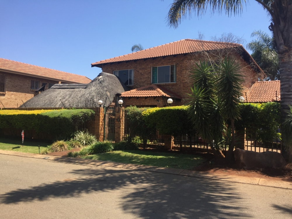 Large Double Storey for the Entertainer
