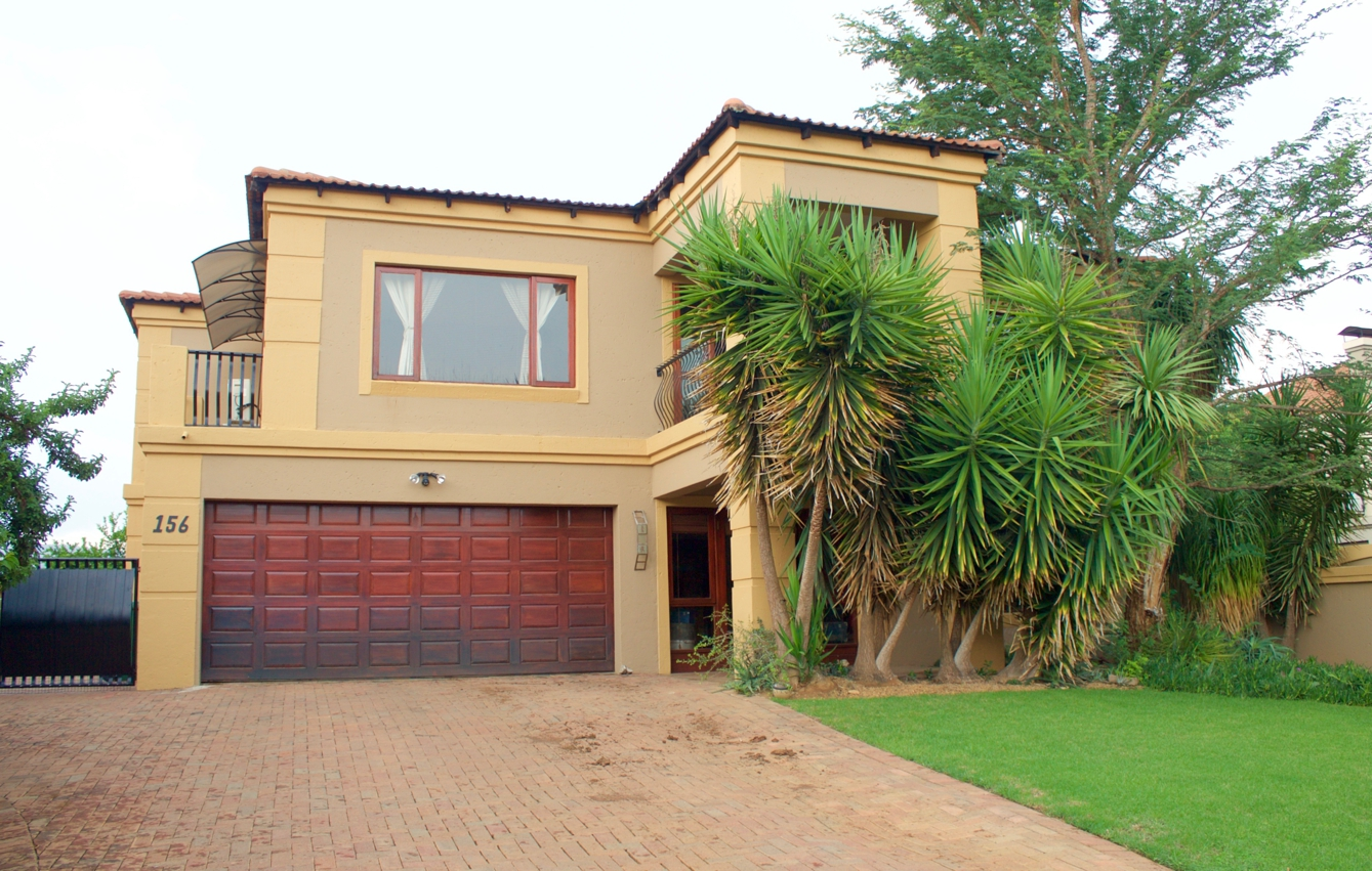 5 BedroomHouse For Sale In Westlake