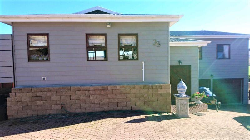 3 Bedroom 2 Bathroom house in Reebok for sale