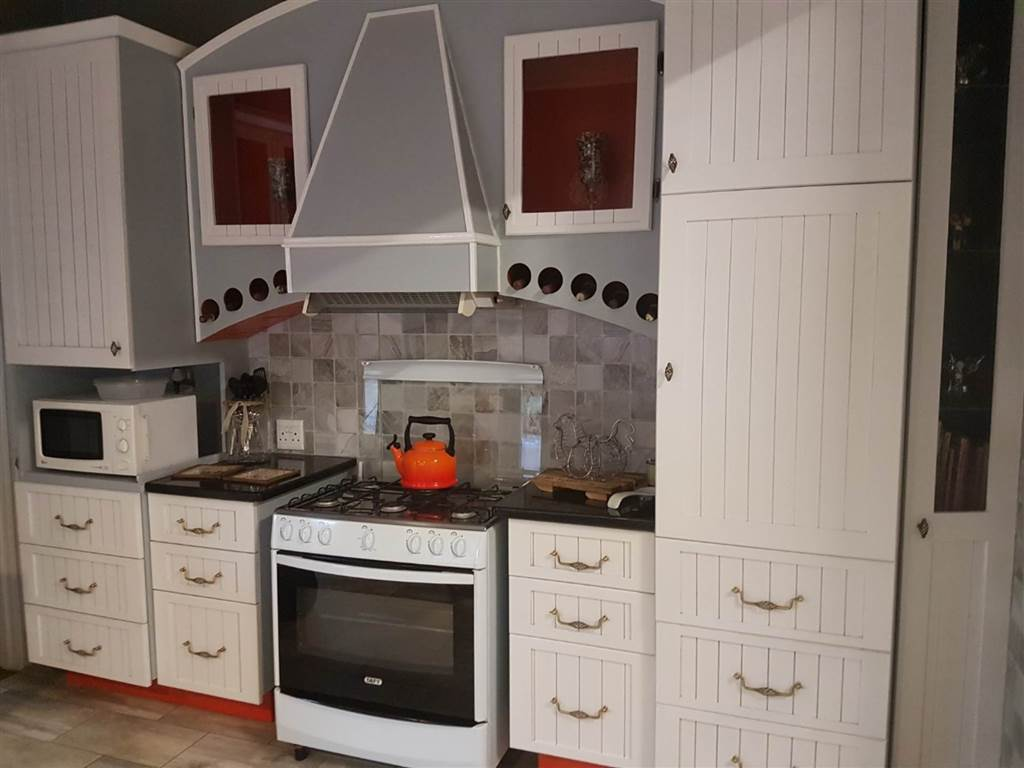 4 Bedroom House for sale in Florentia ENT0079846 : photo#14