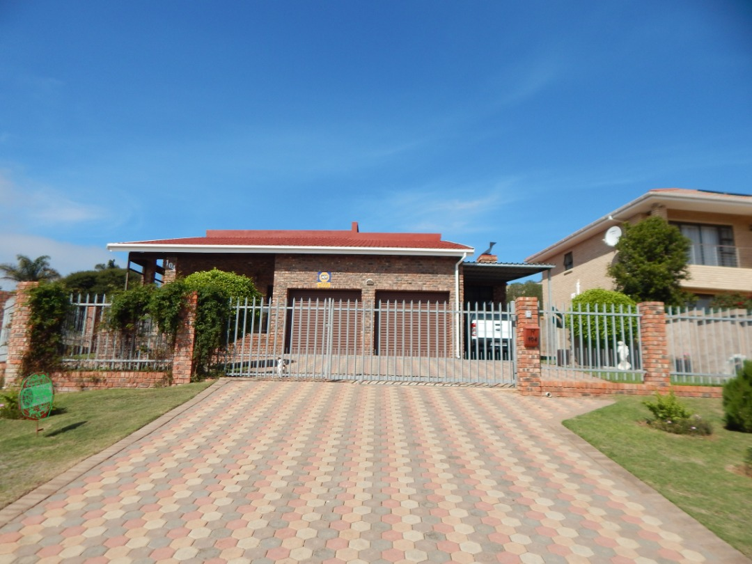 Low maintenance family home with a flatlet, in Hartenbos Heuwels