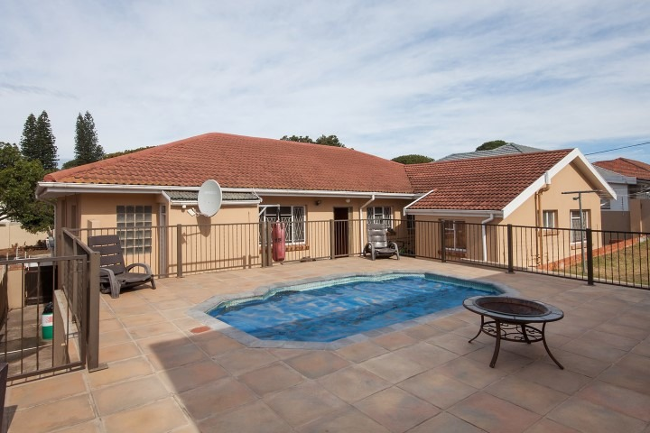 4 BedroomHouse For Sale In Adcockvale