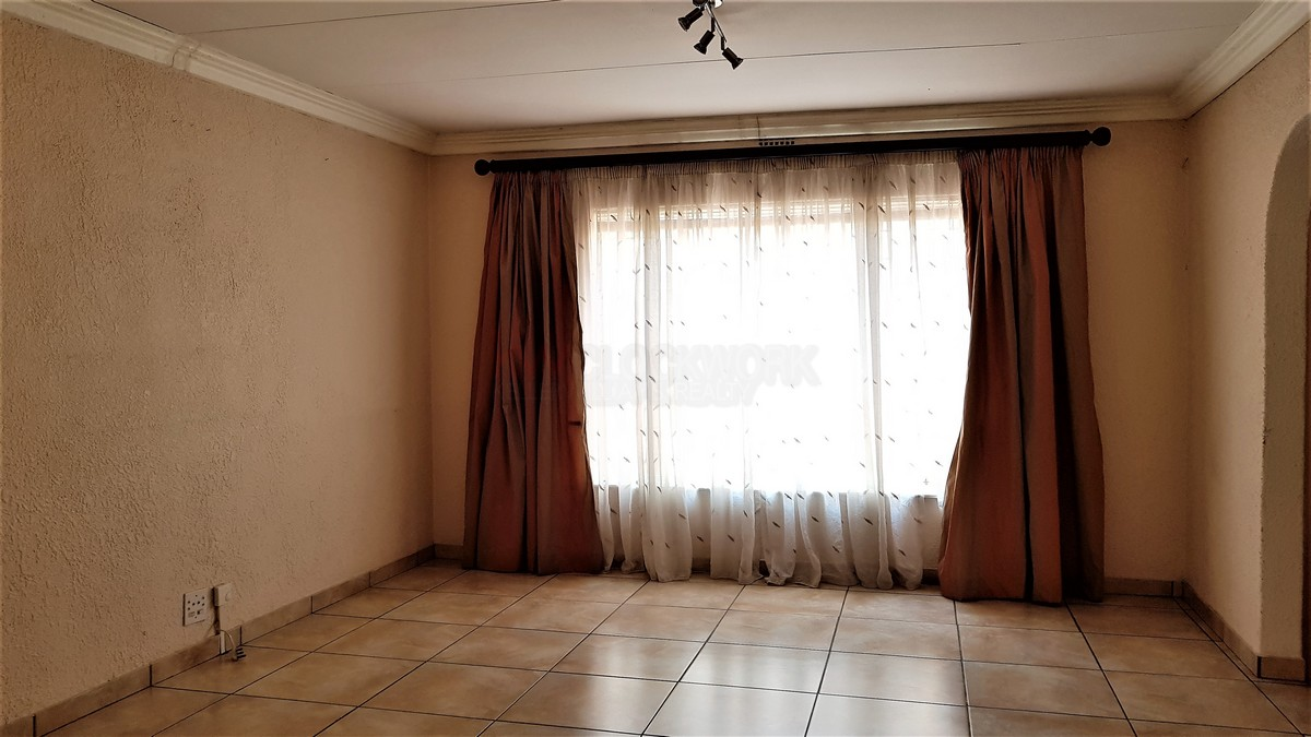 3 Bedroom House for sale in Verwoerdpark ENT0083393 : photo#5