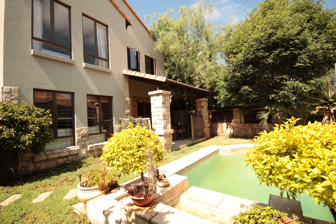 3 BedroomTownhouse For Sale In Dainfern