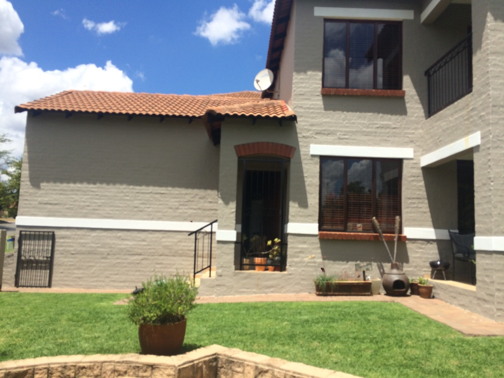 2 BedroomHouse To Rent In Bloubosrand