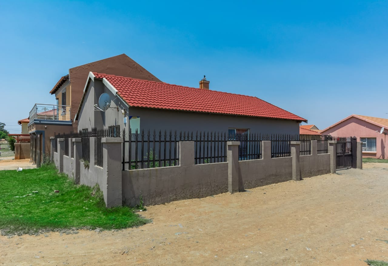 3 Bedroom Home For Sale !!
