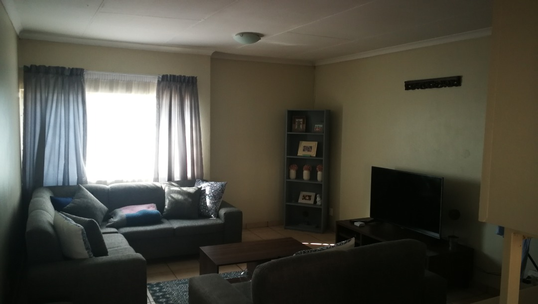 1 Bedroom top stack apartment in a secure complex within Zwartkop,Centurion