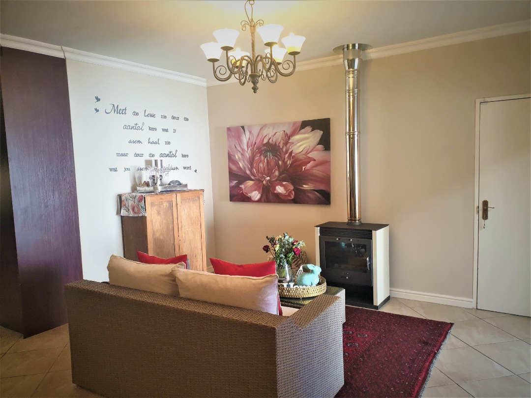 SPACIOUS 4 BEDROOM HOME & OFFICE