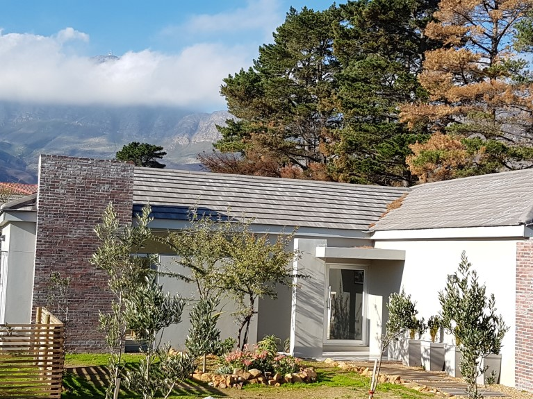 3 BedroomHouse For Sale In Sir Lowrys Pass