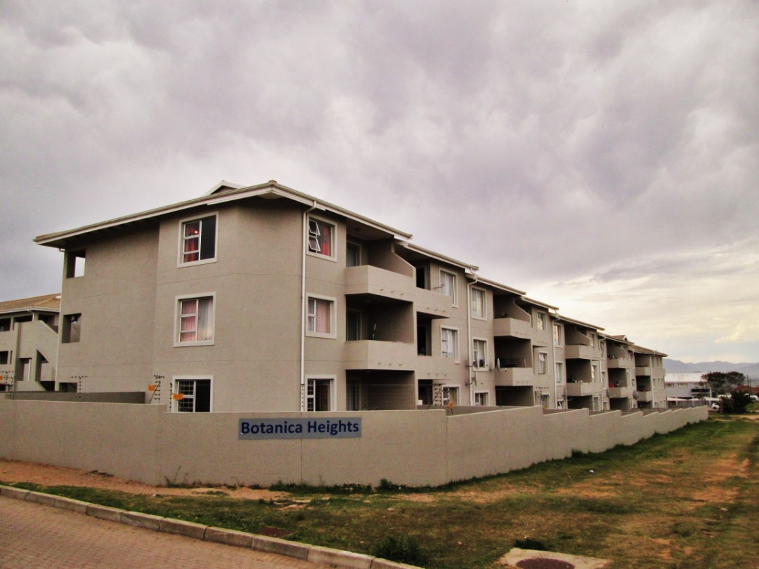 2 Bedroom, 2 Bathroom Apartment is up for Sale in Heiderand, Mossel Bay.